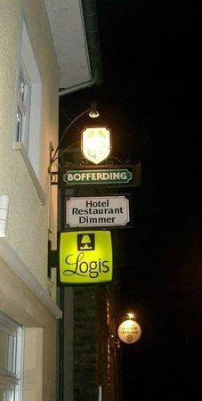 Dimmer Hotel: Uithangborden hotel