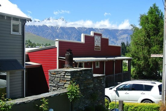 The Dairy Private Hotel: Perfect Location- look at that view of the mountains!