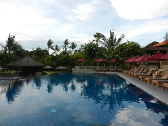 Bali Niksoma Boutique Beach Resort:                   Upper Pool