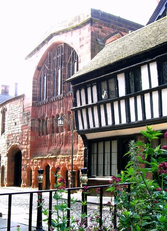 Ковентри, UK: Medieval St Mary's Guildhall from Bayley Lane