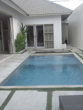 Anakula Villas:                   pool