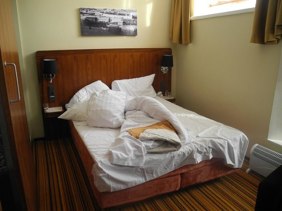Hotel Katajanokka:                   Queensize bed