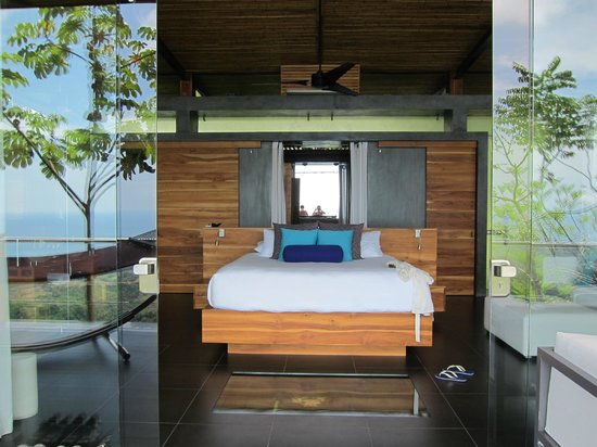 Kura Design Villas Uvita:                   Looking into the room from the deck