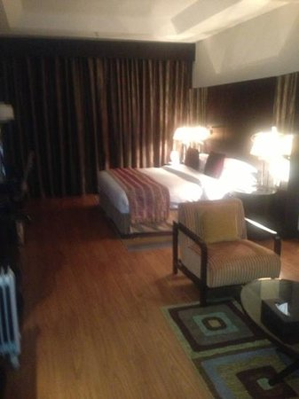 Crowne Plaza Al Khobar :                   spacious room