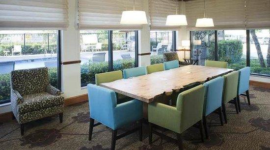 Hilton Garden Inn Dallas/Allen : Lobby Seating Area