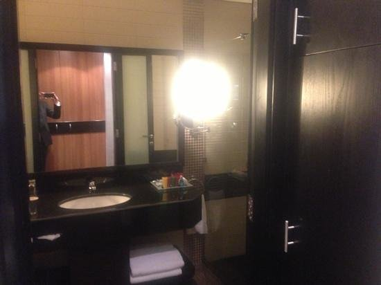 Crowne Plaza Al Khobar:                   bathroom