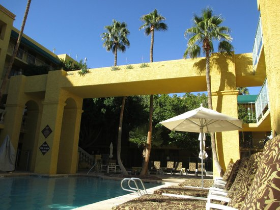 "Pointe Hilton Tapatio Cliffs Resort:                   Structure above ""Family Pool""."