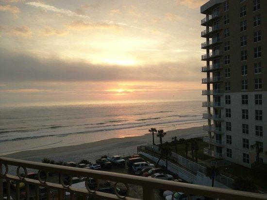ليكسينجتون إن آند سويتس دايتونا بيتش: sunrise viewed from the balcony