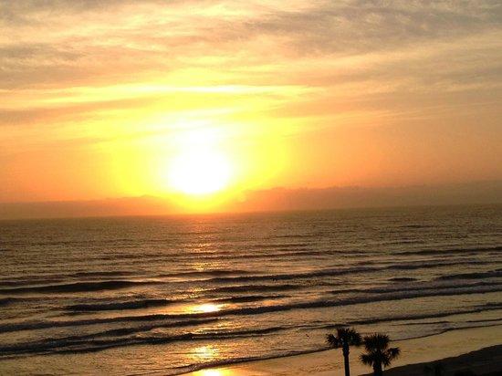 ليكسينجتون إن آند سويتس دايتونا بيتش: another sunrise another morning