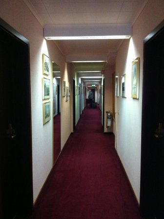 Hotel Holt:                   Corridor at our floor