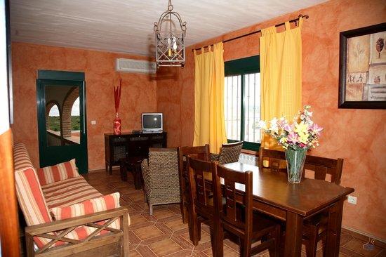 Apartamentos Turisticos Los Panchos: salon apartamento de 4personas