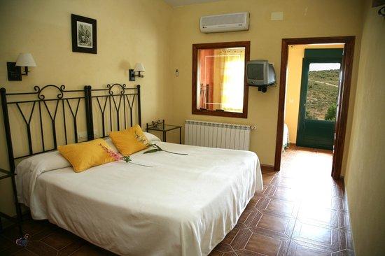 Apartamentos Turisticos Los Panchos: cama de matrimonio 1.80