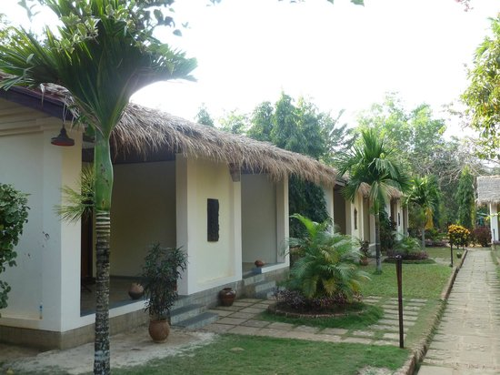 Golden Sunrise Hotel: Rooms from outside