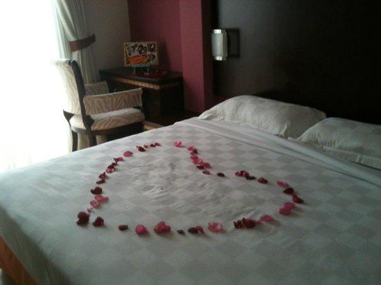 ซานต้า แกรนด์ โฮเต็ล บูกิส:                   Hotel Room for anniversary
