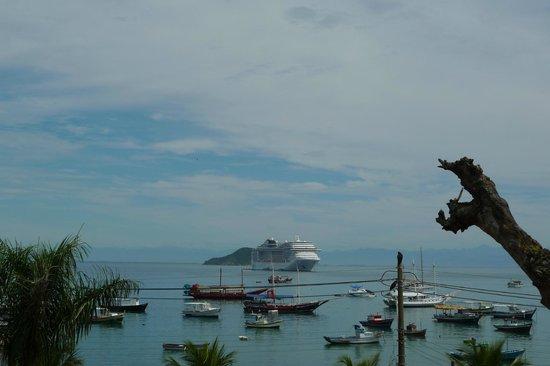 Atlantico Buzios Hotel:                   Vue du balcon de notre chambre (en face)