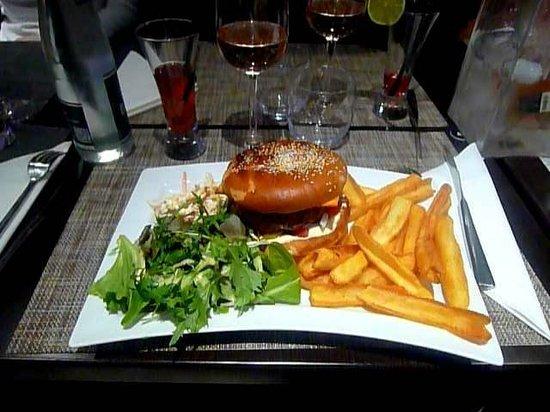 La Terrasse :                   Frites et hamburgers géants