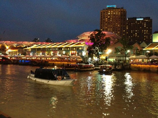 Swissotel Merchant Court Singapore:                   Clarke Quay, a stroll away from the hotel