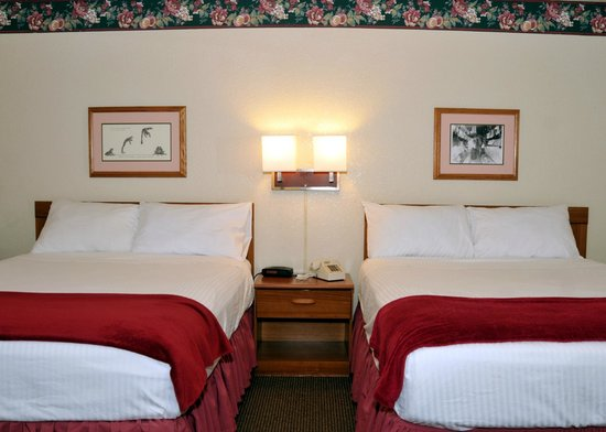 Travelodge Angels Camp CA: Double Queen Room