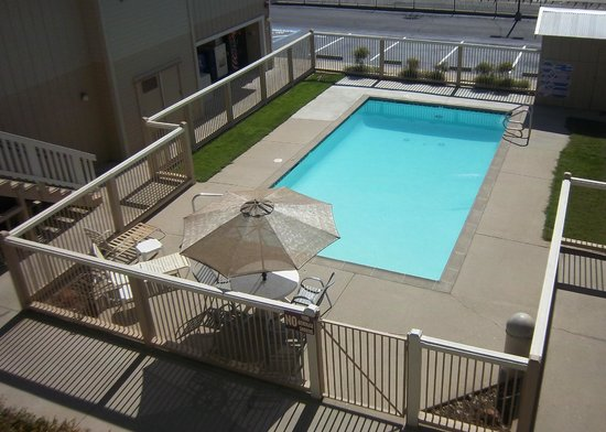 Travelodge Angels Camp CA: Seasonal Outdoor Pool