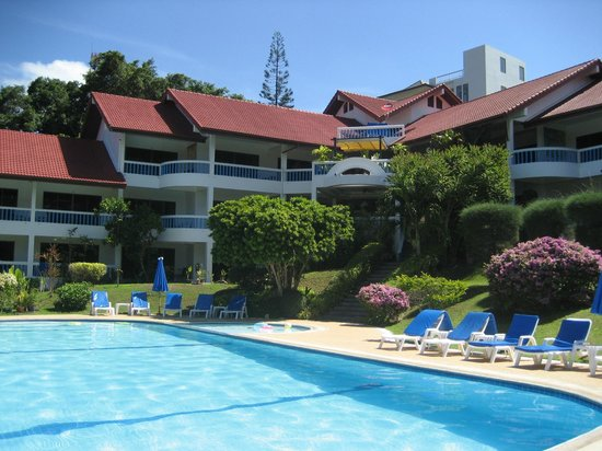 Pen Villa Hotel:                                     The garden and pool area