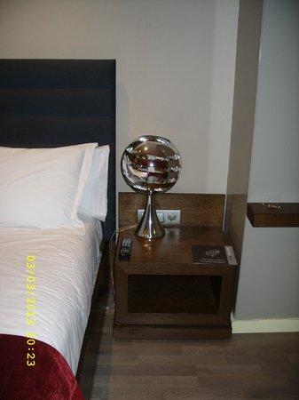 Olivia Plaza Hotel: лампа