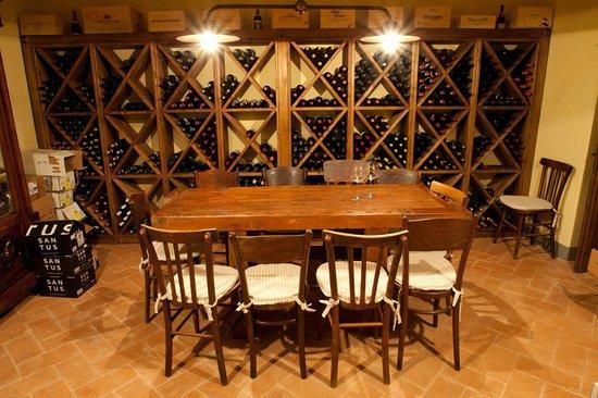 La Palazzetta del Vescovo: the cellar /la cantina
