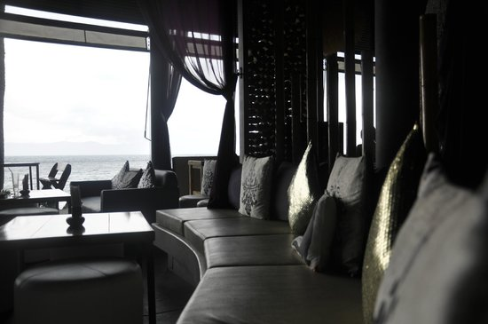 THE BAY Resort & Restaurant: Lounge