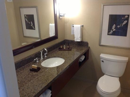 Raleigh Marriott City Center: Super clean bathroom