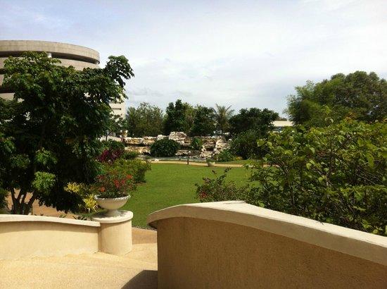 The Garden Next To The Pool Picture Of Radisson Blu Cebu Cebu City Tripadvisor
