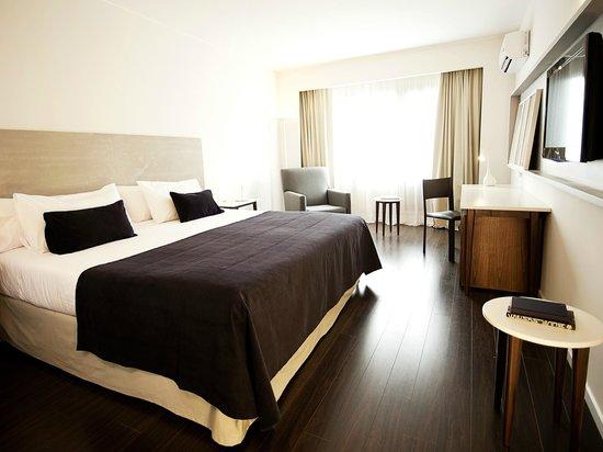 Dazzler Recoleta: Habitaciones con pisos de Madera