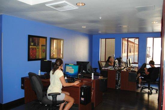 Hostelling International - Los Angeles/Santa Monica: Internet Room