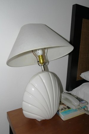 Casa Lampe broken lamp / lampe brisée. - picture of casa marina beach resort