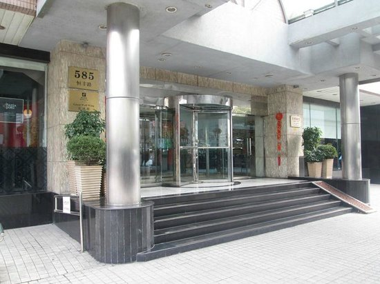 Holiday Inn Shanghai Downtown:                   entrance