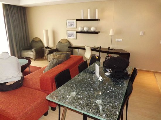 Protea Hotel by Marriott Cape Town North Wharf:                   sitting and dining