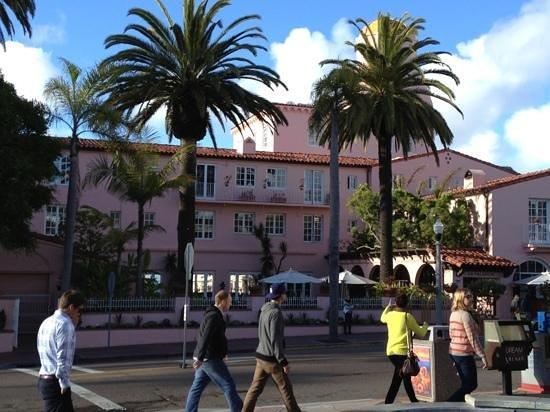 La Valencia Hotel:                   The pink lady!!!!