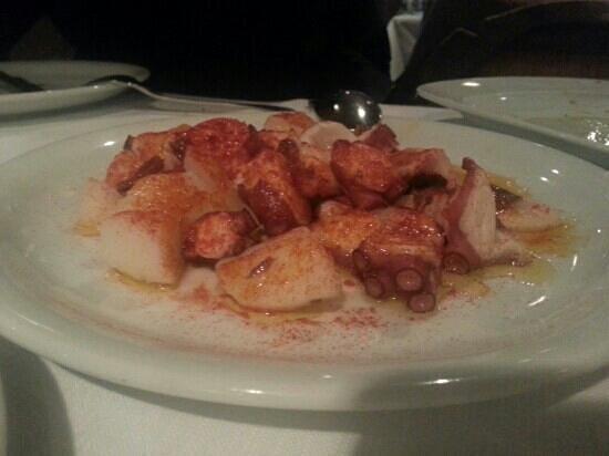 Restaurante El Risco: Octopus with paprika sauce and cilantro sauce