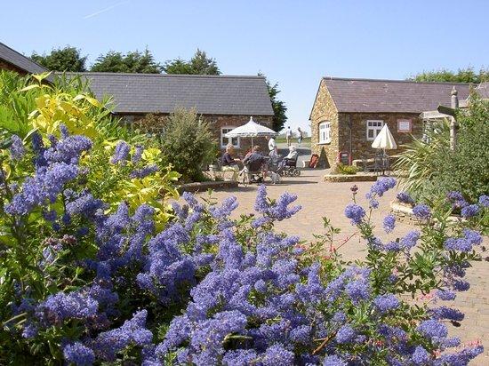 Gardeners Restaurant: Alfresco dining weather permitting