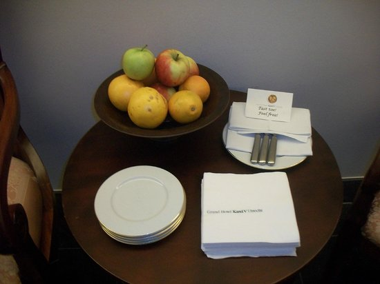 Grand Hotel Karel V Utrecht:                   Fresh Fruits at the entry way.