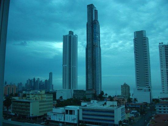 Bahia Suites Hotel:                   Vista terraza