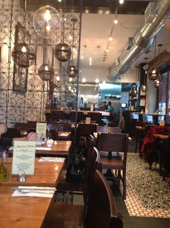 Hummus Kitchen:                   Inviting atmosphere