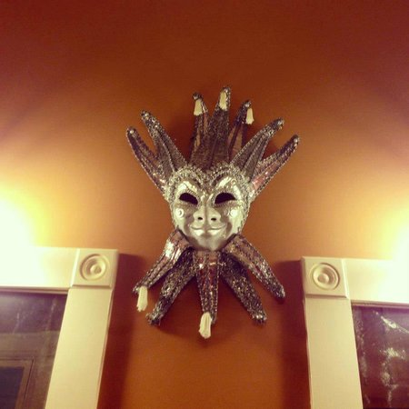 Sully Mansion Bed and Breakfast :                   The mask in our bathroom