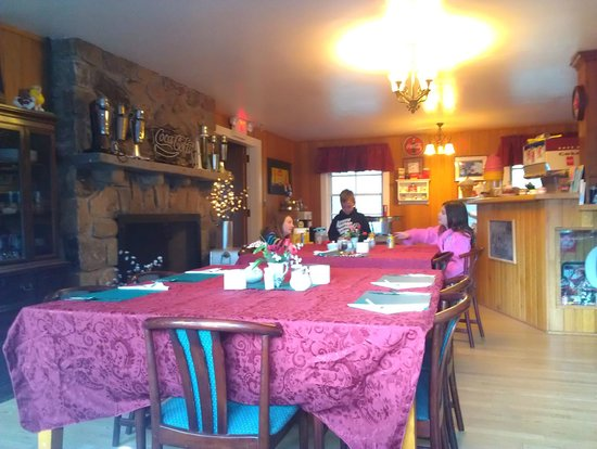 Tuckasiegee River Mountain Lodge:                   Dining room