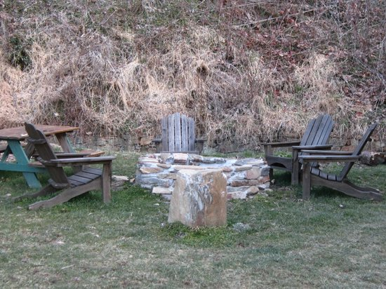 Tuckasiegee River Mountain Lodge :                   Fire pit