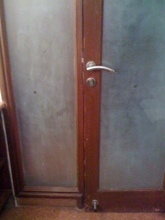 Standford Suites Hotel:                   Bathroom door