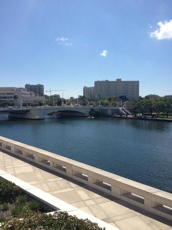 Courtyard Tampa Downtown: View from Riverwalk in Tampa