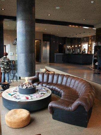 Hotel V Frederiksplein: Hotel lobby - fireplace 2