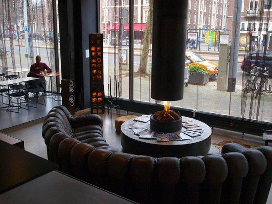 Hotel V Frederiksplein: Hotel lobby - fireplace