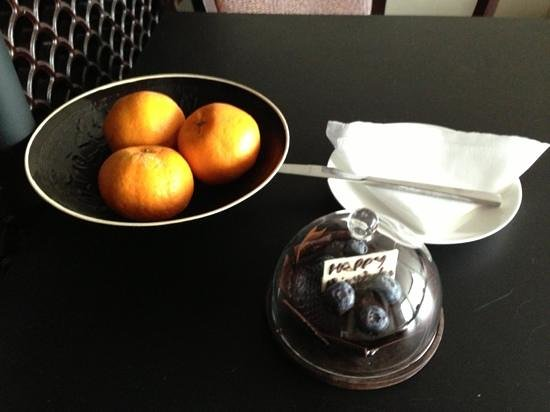The PuLi Hotel and Spa:                   a welcome cake