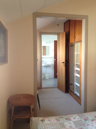 Villa Strandly: Double room with private shower/toilet - small