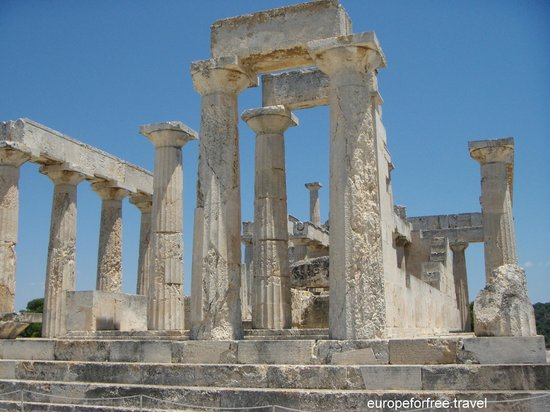 Temple of Aphaia, Aeginisland, Greece - Picture of Temple ...